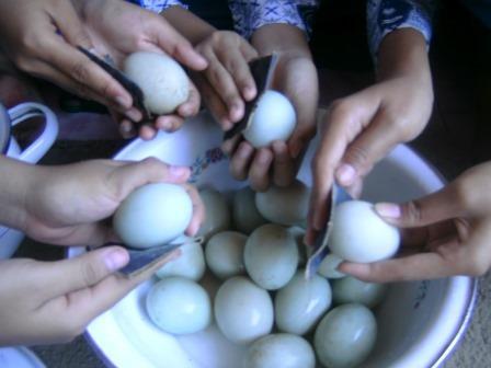 Cara Tradisional Membuat Telur Asin, Begini Caranya !!
